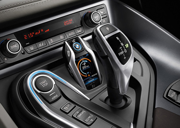 BMW-i8-key-FOB-cockpit-600x428
