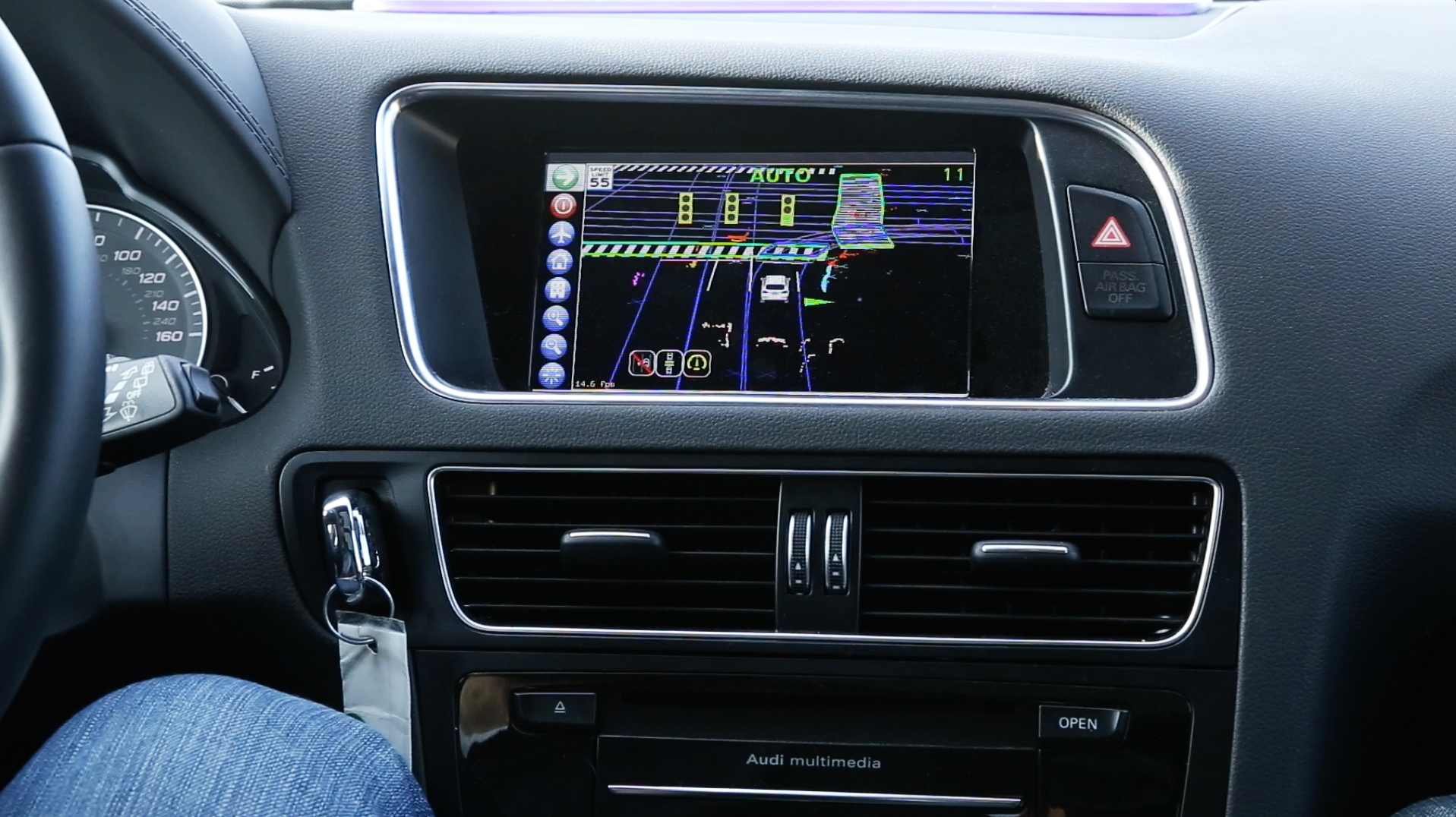 Delphis-automated-driving-vehicle_HMI-centerstack